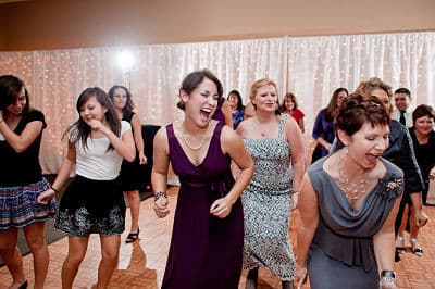 wedding-guests-dancing